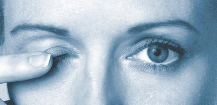 Дергается глаз причины и лечение, первая помощь
