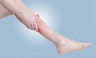 Почему сводит ноги судорогой в чем причина и что делать