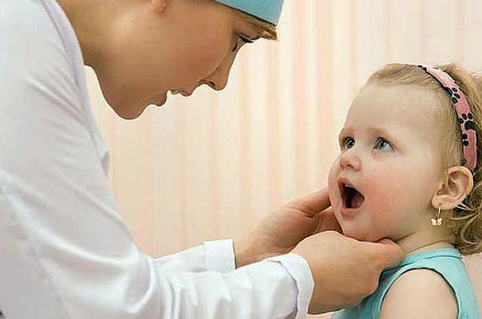 Заеды в уголках губ у ребенка
