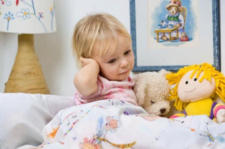 Болит ухо у ребенка 5 лет что делать родителям? Советы