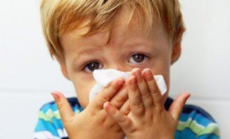 Лечение насморка у детей, как и чем лечить