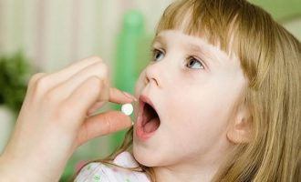 Как дать таблетку ребенку: полезные советы