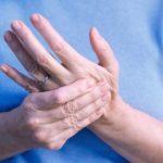 Что делать, если немеют пальцы на руках и почему это происходит