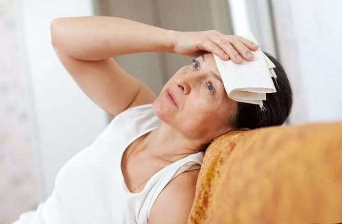 Что происходит и как облегчить состояние женщины при климаксе