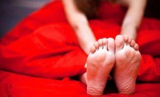 Крутит ноги по ночам: причины и способы избавления от боли