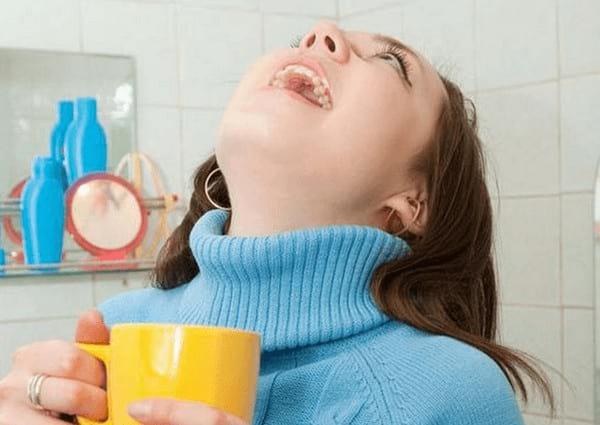 Чем полоскать горло при ангине