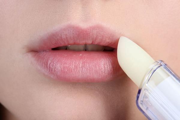 Почему трескаются губы: