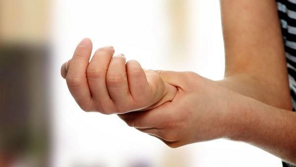 Отнимается правая рука причина от плеча