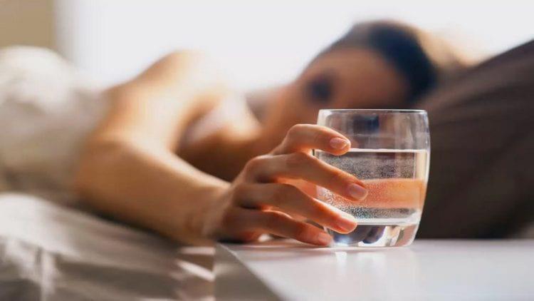 Как промыть желудок в домашних условиях водой