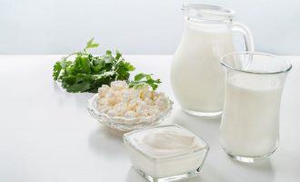 Можно ли взрослым пить молоко