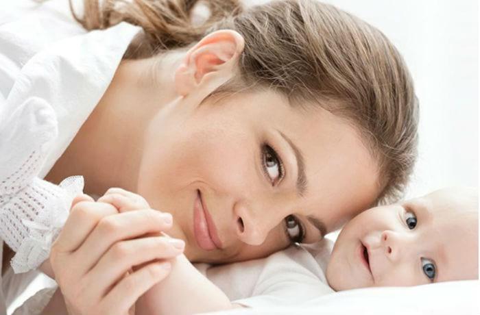 мать с маленьким ребенком