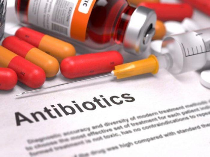 Можно ли антибиотик принимать с противовирусными препаратами: советы