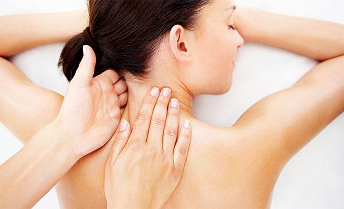 Как делать лечебный и расслабляющий массаж плеч и шеи