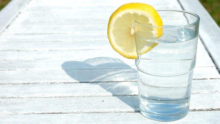Вода с лимоном перед завтраком