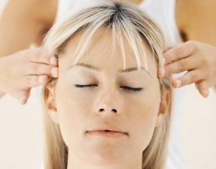 Что делать, если сильно болит голова: лечение при помощи таблеток и народных методов