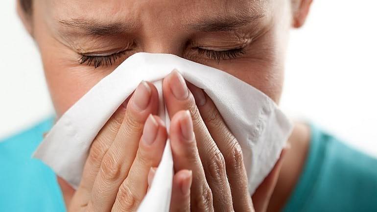 Аллергический насморк у взрослого: причины, симптомы и лечение