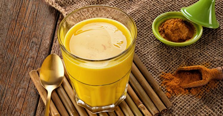 Польза золотого молока из куркумы