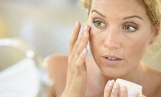 Как убрать мешки под глазами: аптечные средства