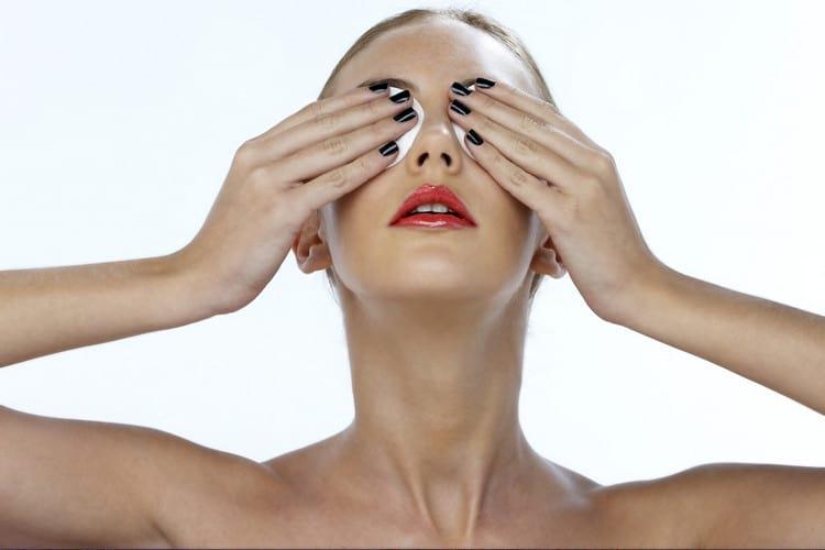 Как делать маски от мешков под глазами