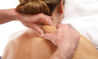 Как делать массаж шеи и плеч