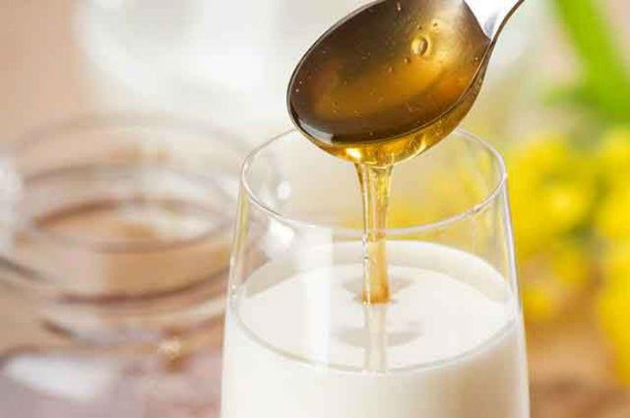 стакан молока, ложка меда