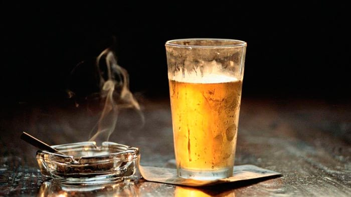 Повышается давление от курения и алкоголя