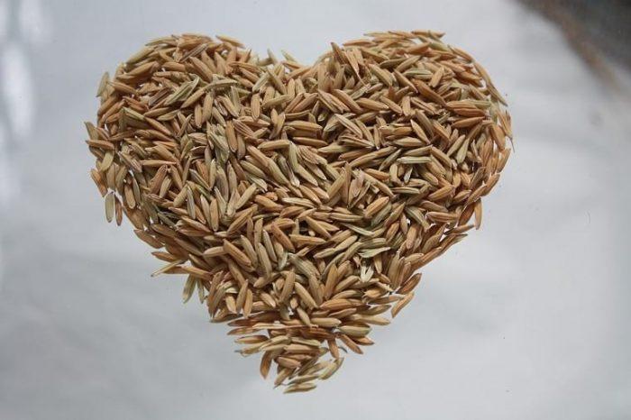 сердце, выложенное из зерен