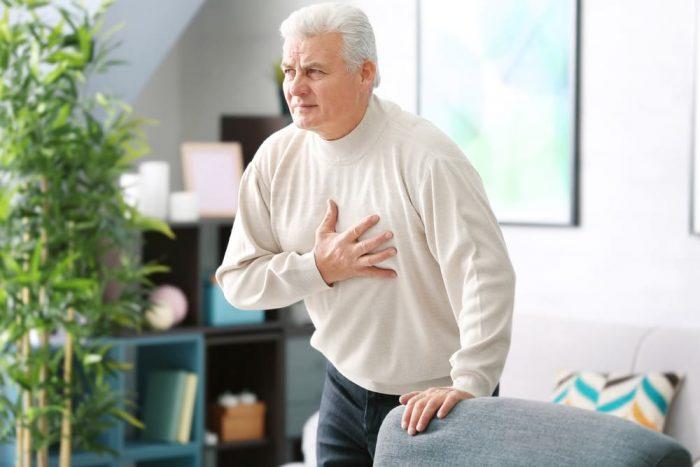 боль в груди у пожилого мужчины