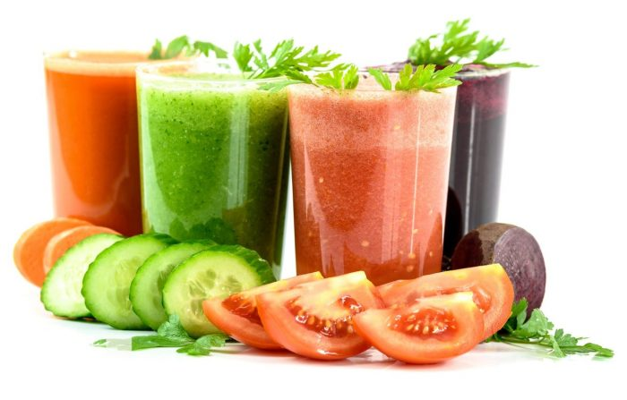 стаканы с соками овощей