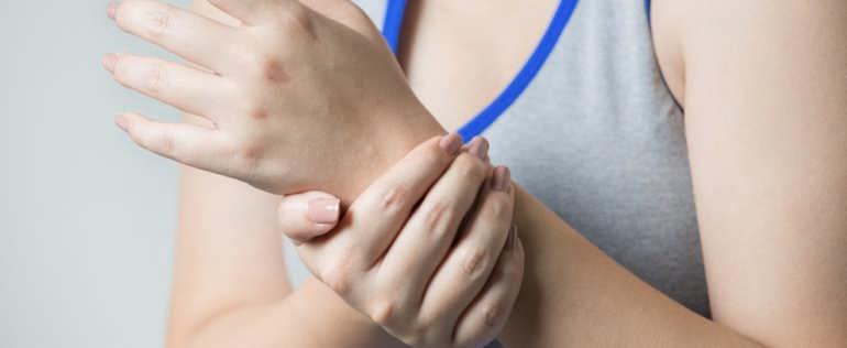 Сводит судорогой пальцы рук и ног причины