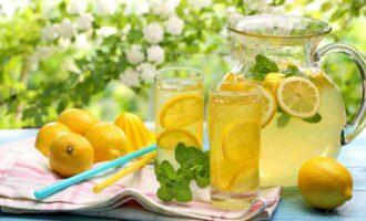 чем полезна лимонная вода