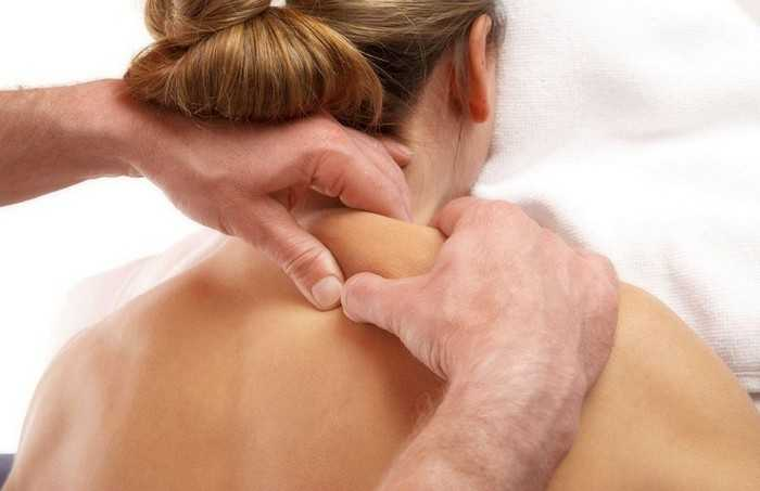 Как делать массаж воротниковой зоны: техника выполнения